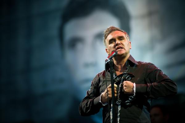Morrissey renunta la concertul din Islanda datorita refuzului organizatorilor de a distribui numai hrana vegetariana in seara concertului