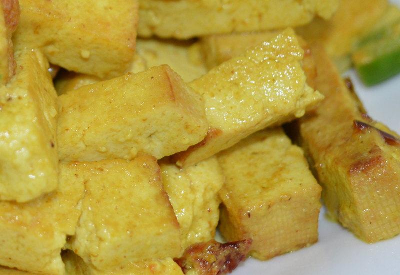 Tofu la tigaie cu turmeric si lapte de cocos [reteta vegana]